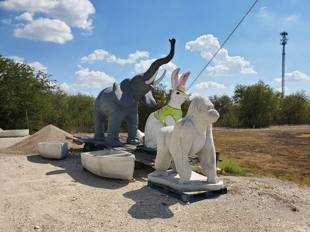 Statuary Factory Outlet: 19681 S I H 35, Bruceville-Eddy, TX