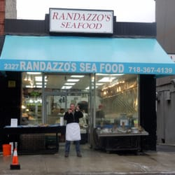Randazzo s fish mkt seafood markets 2327 arthur avenue for Fish market bronx