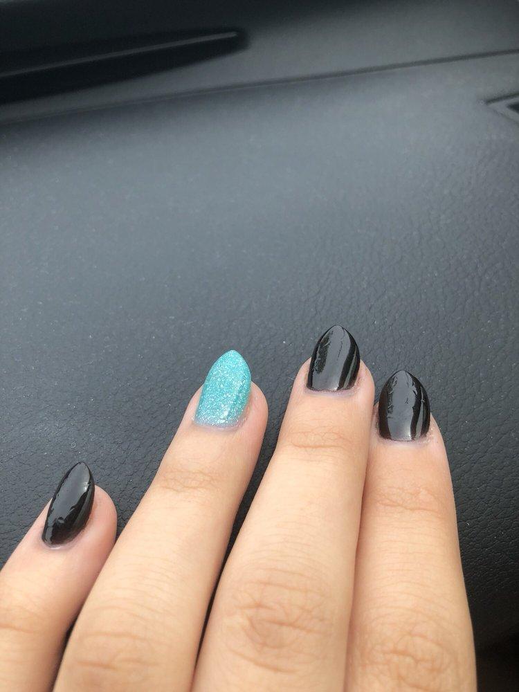 Lovely Nails Salon: 12 Clarkson Wilson Ctr, Chesterfield, MO