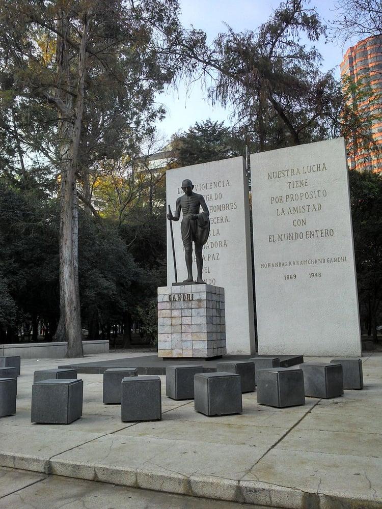 Foto de Monumento a Gandhi - México, D.F., México