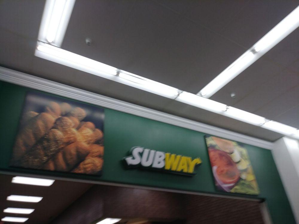 Subway: 1400 Mall Dr, Benton Harbor, MI