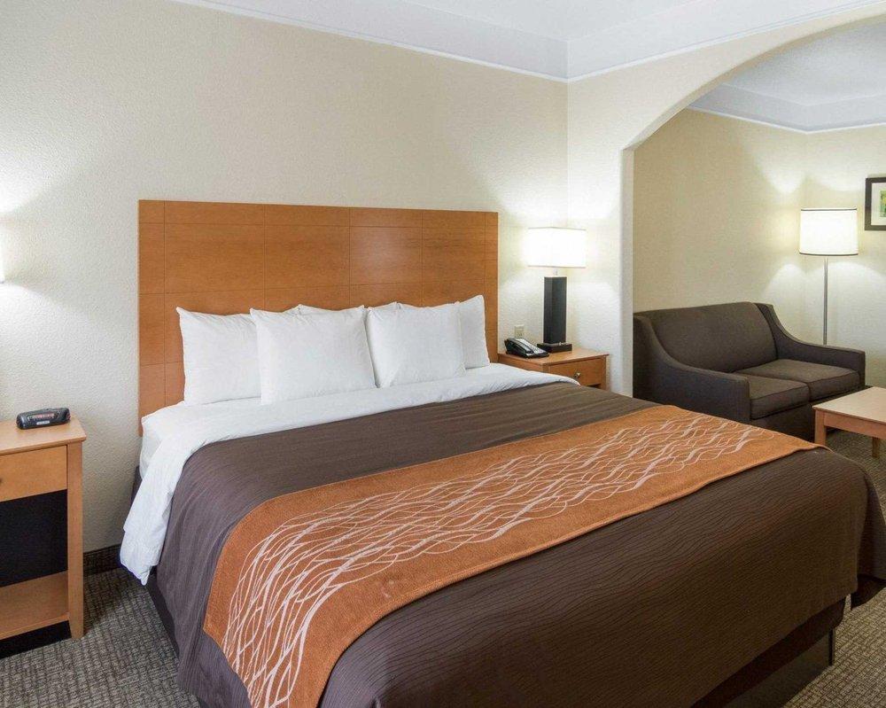 comfort inn suites 33 photos hotels 801 south jbs pkwy