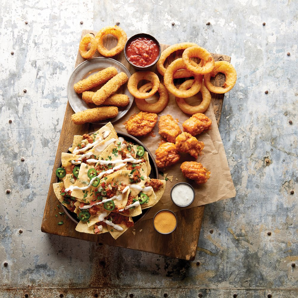 Buffalo Wild Wings: 620 S Highline Pl, Sioux Falls, SD