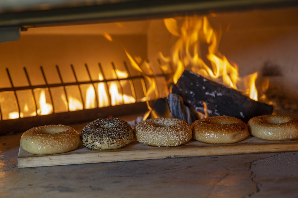 IT Bagel and Pizza: 19 East Main St, Oyster Bay, NY
