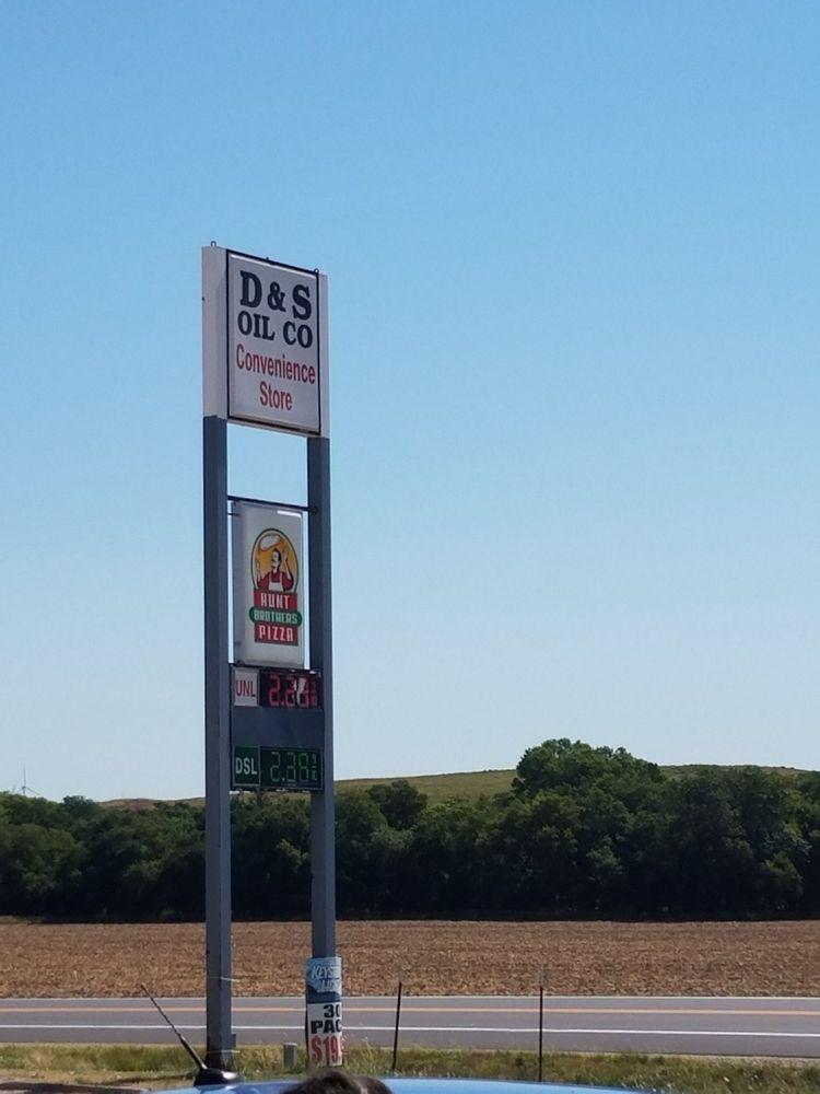 D & S Oil: 216 Hwy 156, Ellsworth, KS