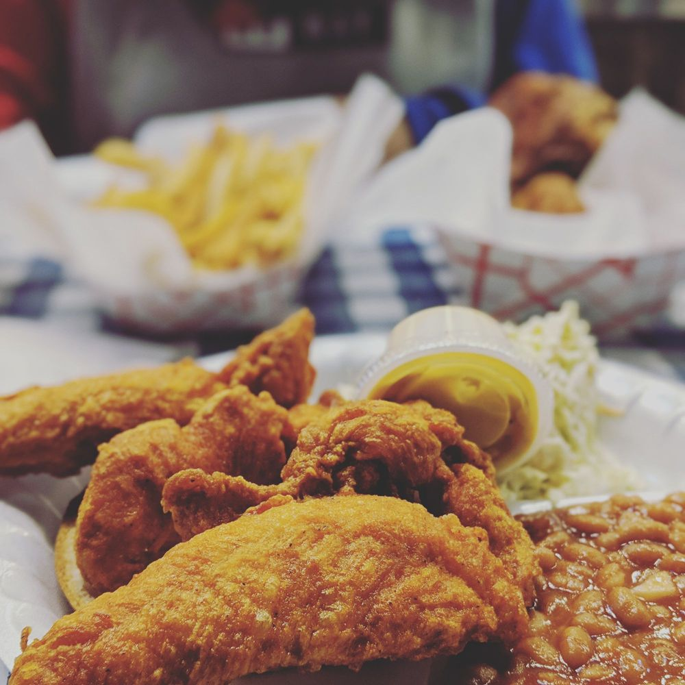 Gus's World Famous Fried Chicken: 847 W Fulton Market, Chicago, IL