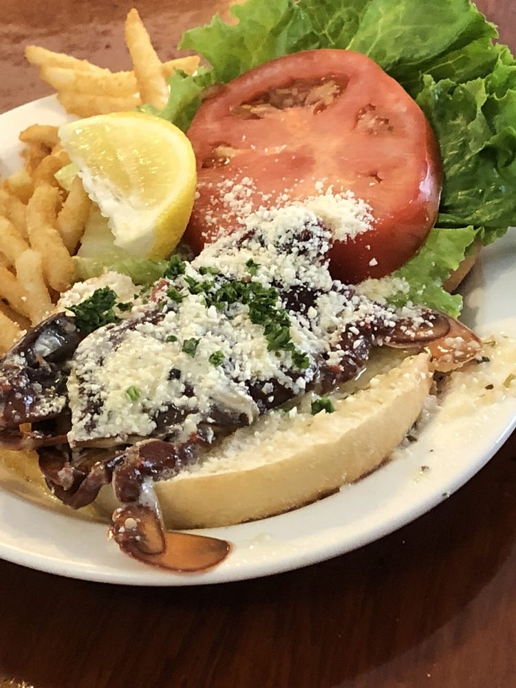 The Clam Bar: 506 W Centre St, Beach Haven, NJ