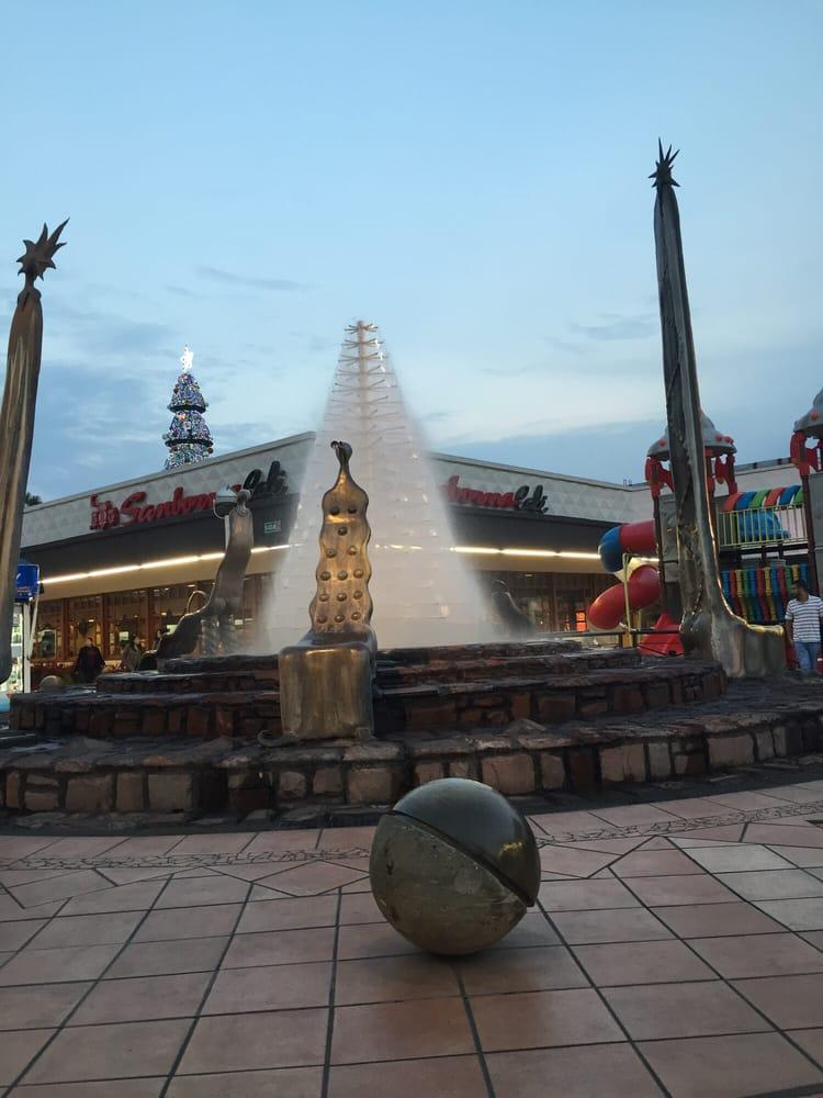 Rbol de agua yelp for Plaza del sol