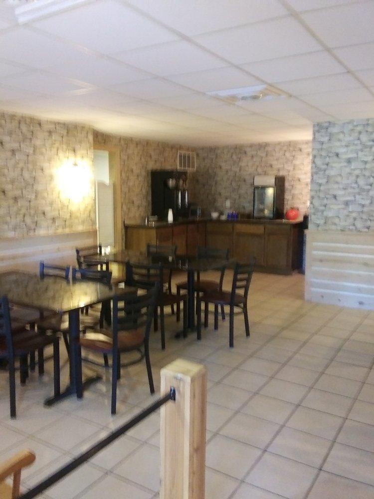 Edmonds' Au Gres Inn: 324 E Huron Rd, Au Gres, MI