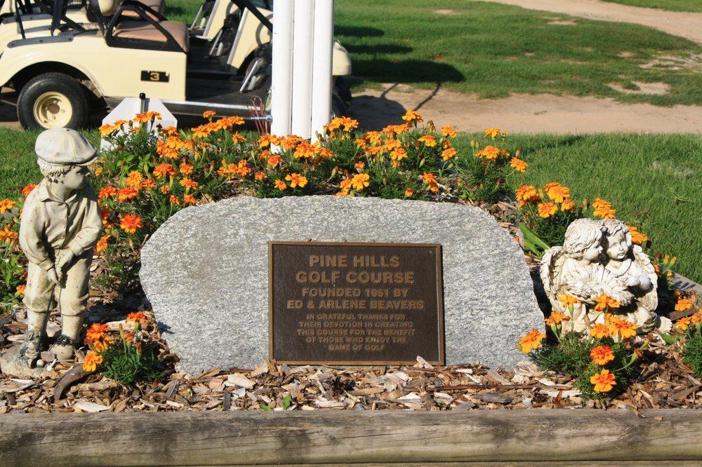 Pine Hills Golf Course: 6603 Woodbury Rd, Laingsburg, MI