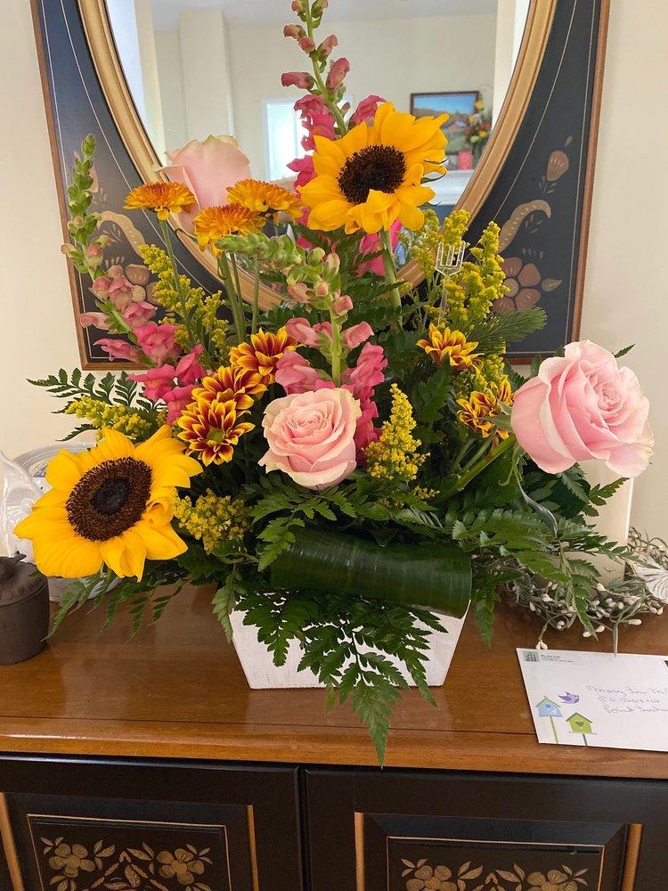 Barrett's Flowers: 3241 Wade Hampton Blvd, Taylors, SC