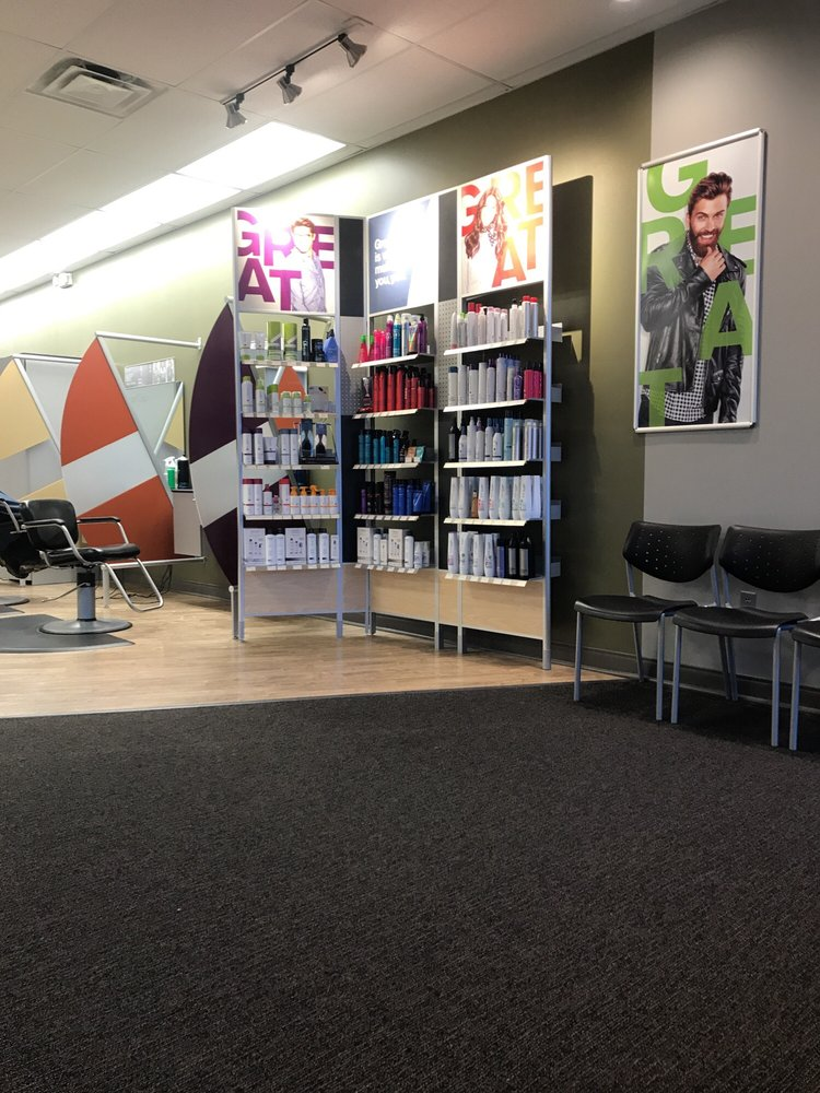 Great Clips: 1020 Village Center Dr, Tarentum, PA
