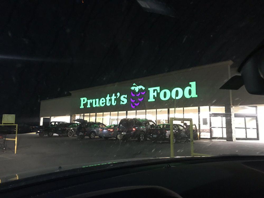 Pruetts Food: 1601 N Broadway Ave, Ada, OK