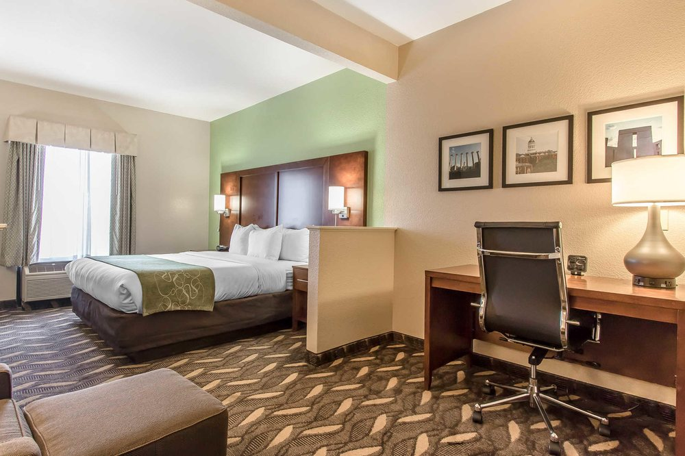 Comfort Suites: 1650 Old Wire Outer Rd, Rolla, MO