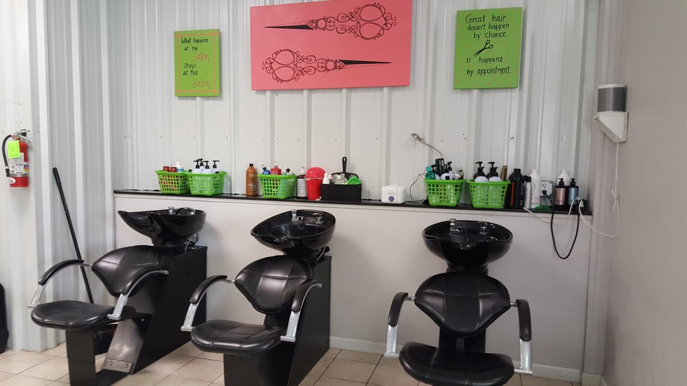 Knotty Salon & Spa: 1342 Hwy 210, Sneads Ferry, NC