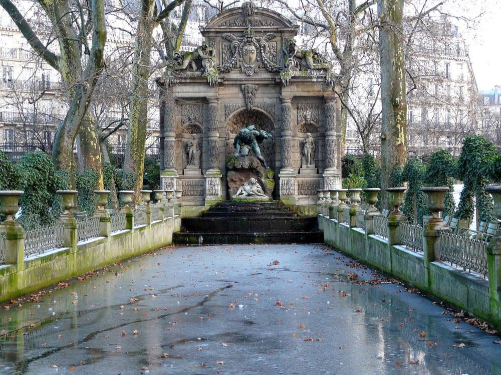 Fontaine m dicis prise par la glace en d cembre 2009 yelp - Jardin du luxembourg adresse ...