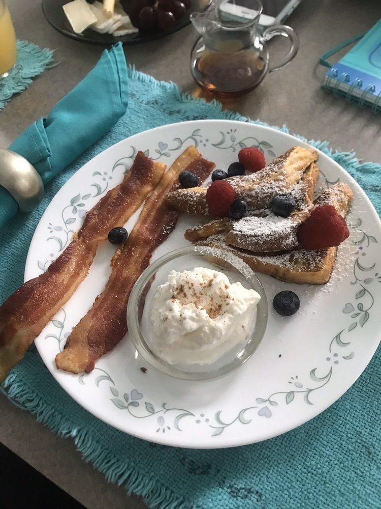 Meranova Bed & Breakfast: 458 Virginia Ln, Dunedin, FL