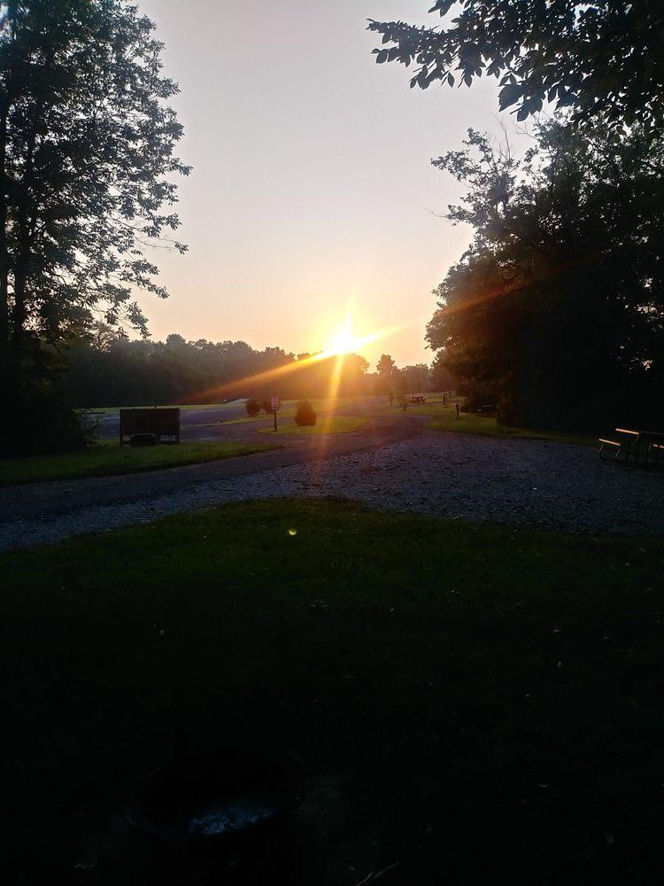 Peaceful Waters Campground: 3325 N US Hwy 41, Bloomingdale, IN