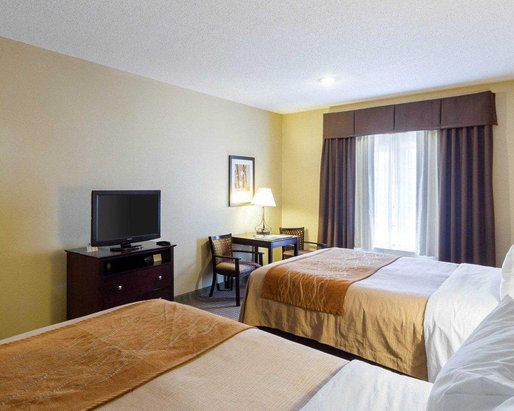 Comfort Inn & Suites: 810 S Water St, Burnet, TX