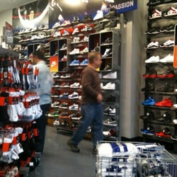 2c5ea2313fe71 Champs Sports - 14 Reviews - Sporting Goods - 2800 N Main St
