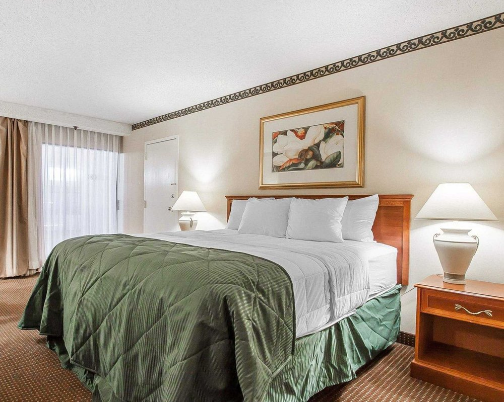 Clarion Inn: 2227 Old Fort Pkwy, Murfreesboro, TN