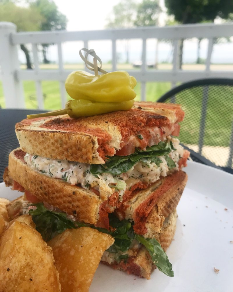 LakeHouse Restaurant & Bar: 3029 LakeShore Dr, St. Joseph, MI