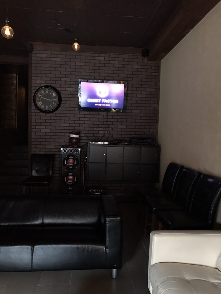 Waiting area yelp for Escape room equipment