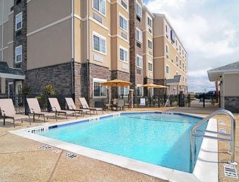 Microtel Inn & Suites by Wyndham Opelika: 1651 Parker Way, Opelika, AL
