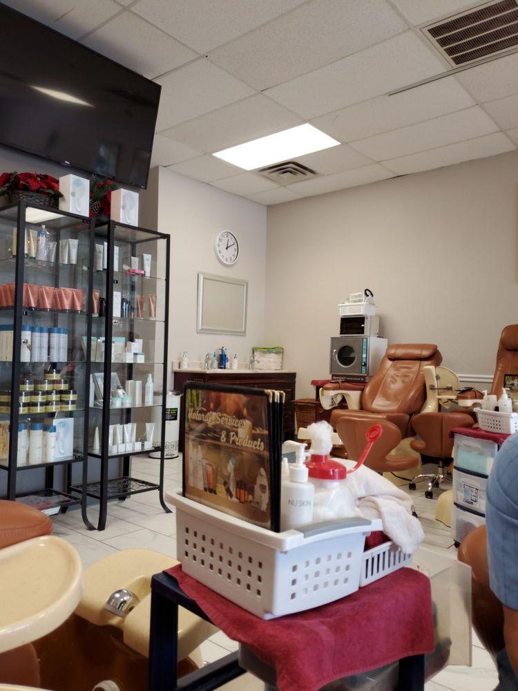 Q Nails Spa: 1401 SE Walton Blvd, Bentonville, AR