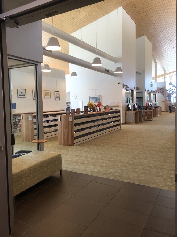 Montclair Community Library: 5049 Waterway Dr, Montclair, VA