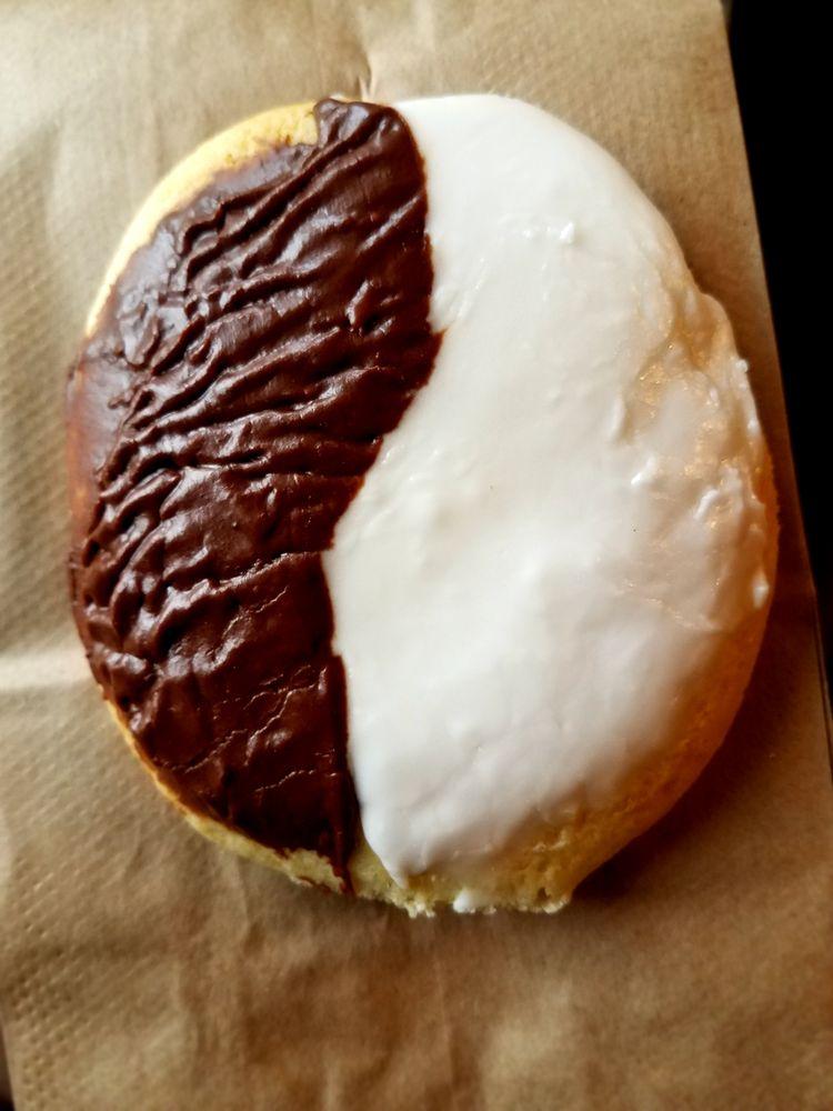 Dunn's Pastry Shoppe: 144 S Peterboro St, Canastota, NY