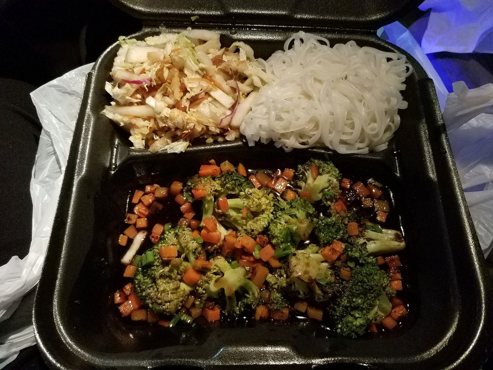 YUMM Thai Sushi and Beyond: 117 N Court St, Florence, AL