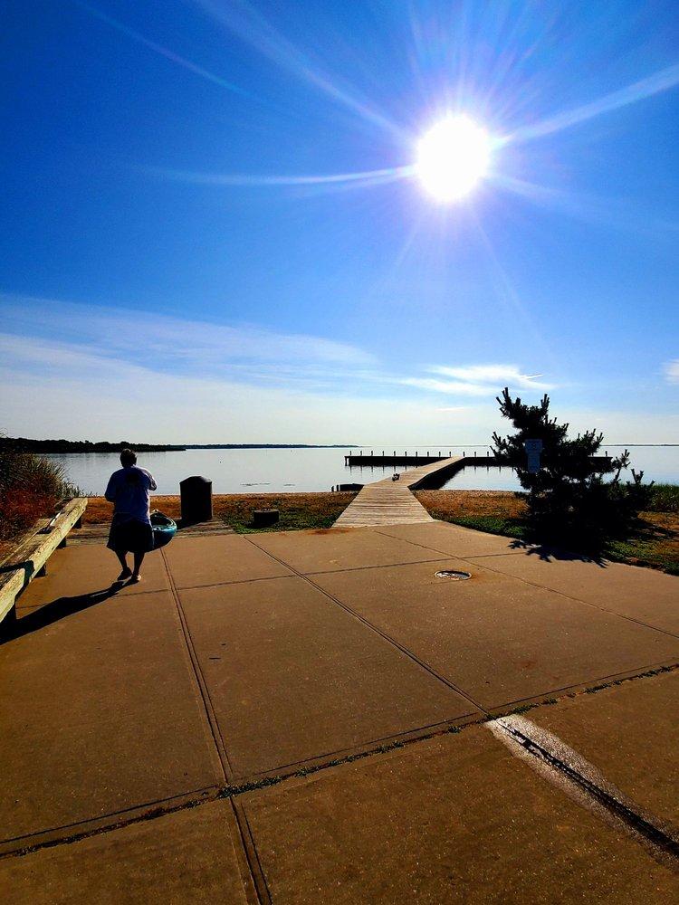 Osprey Park: Oceanview Dr, Mastic Beach, NY