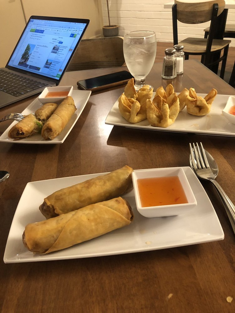 Dala Thai Restaurant & Banquet Hall: 8407 Plaza Blvd NE, Spring Lake Park, MN