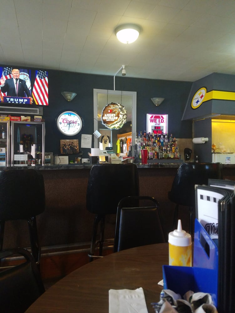 Earlville Pub and Grub: 107 Northern Ave, Earlville, IA