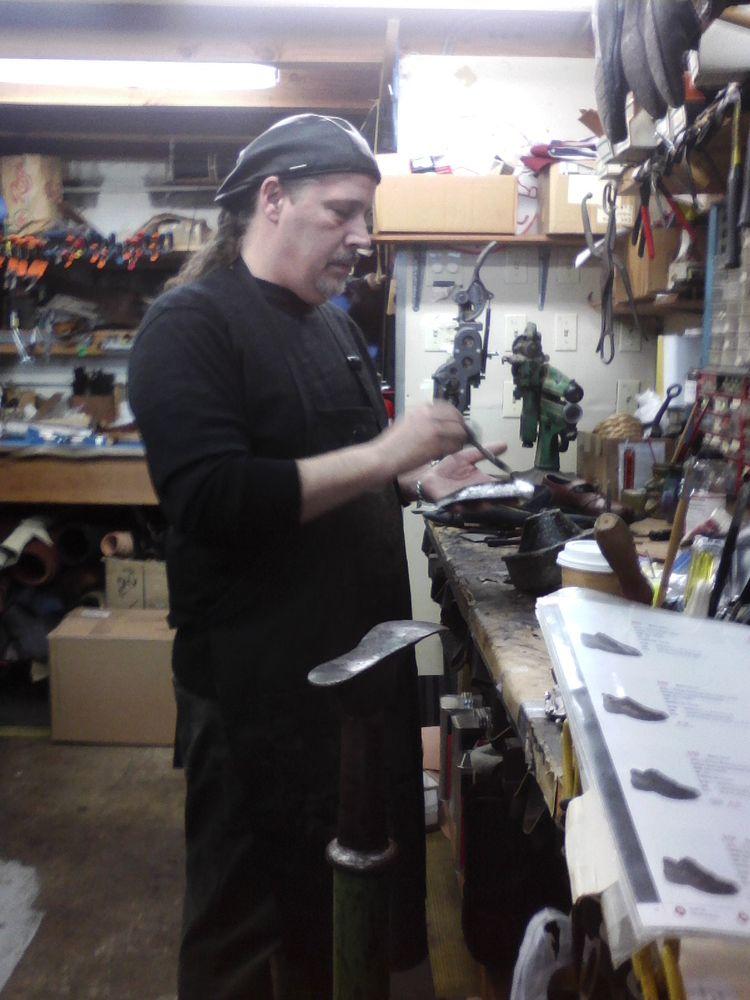The Cobbler's Bench: 110 2nd St SE, Bandon, OR