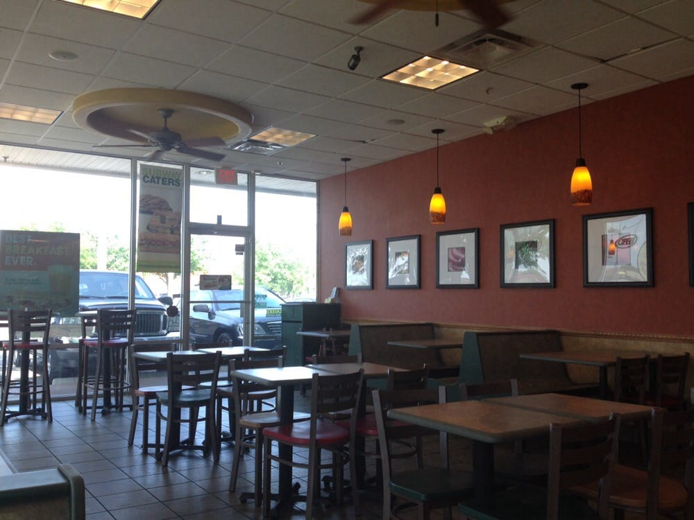 Subway Restaurants: 2122 W Highway 92, Auburndale, FL