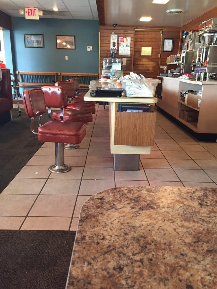 J & J Cafe: 321 5th Ave SW, Le Mars, IA