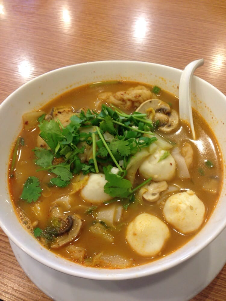 Fish soup noodles with squid balls n fish puffs yelp for Fish soup near me