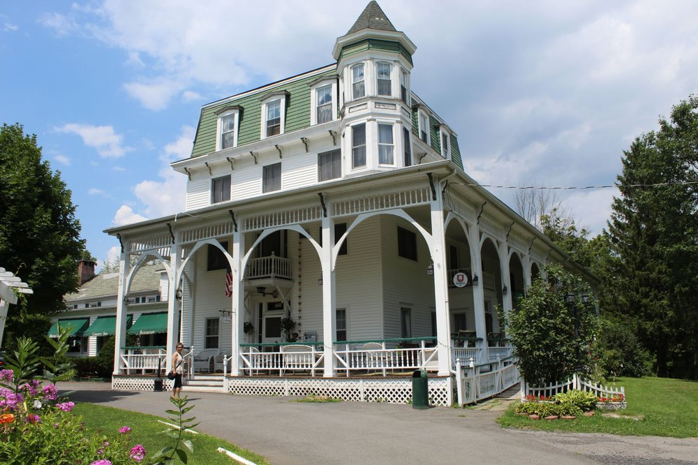 Bavarian Manor Country Inn: 866 Mountain Ave, Purling, NY