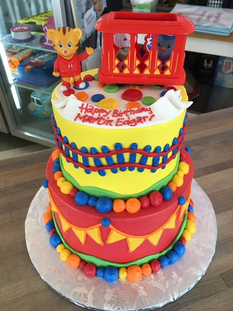 daniel tiger cake daniel tiger 1st birthday cake phenomenal and delicious 3305