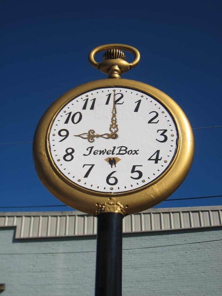 Family JewelBox: 103 E Main St, Winnfield, LA