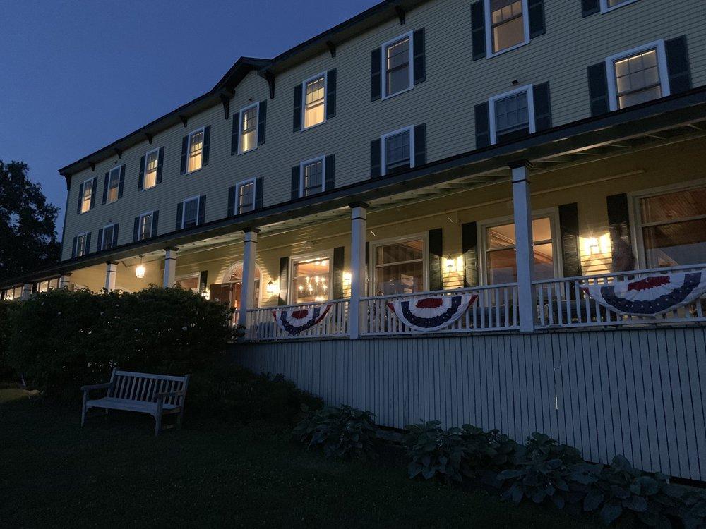 Chebeague Island Inn: 61 South Rd, Chebeague Island, ME