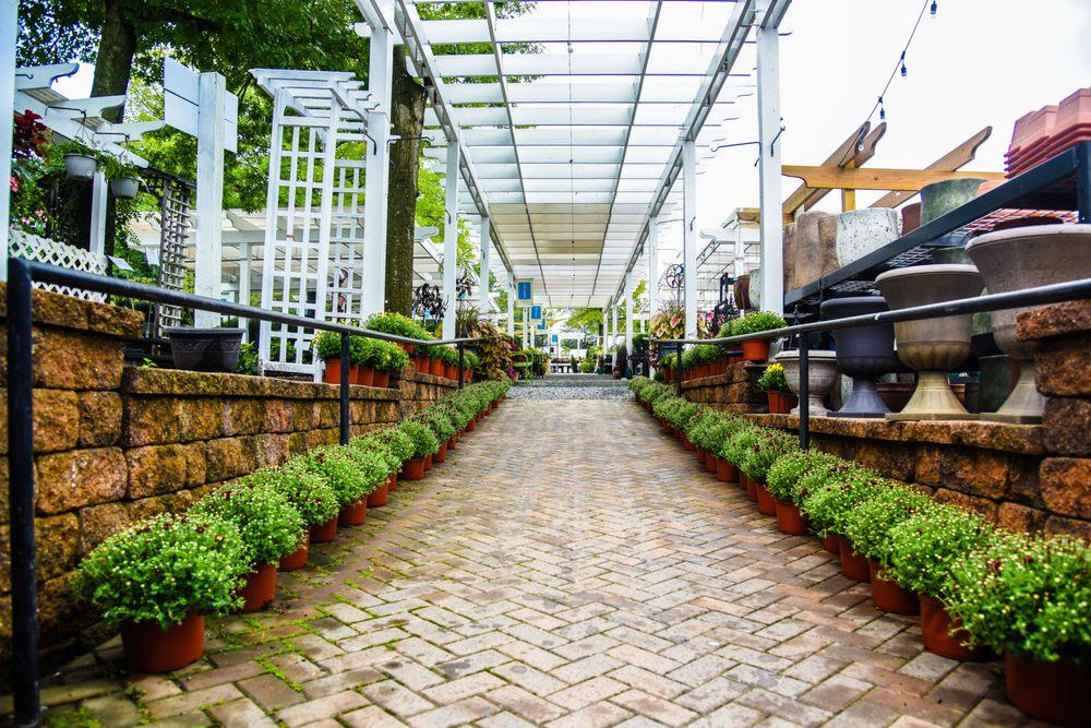 Good Earth Garden Market: 11650 Falls Rd, Potomac, MD