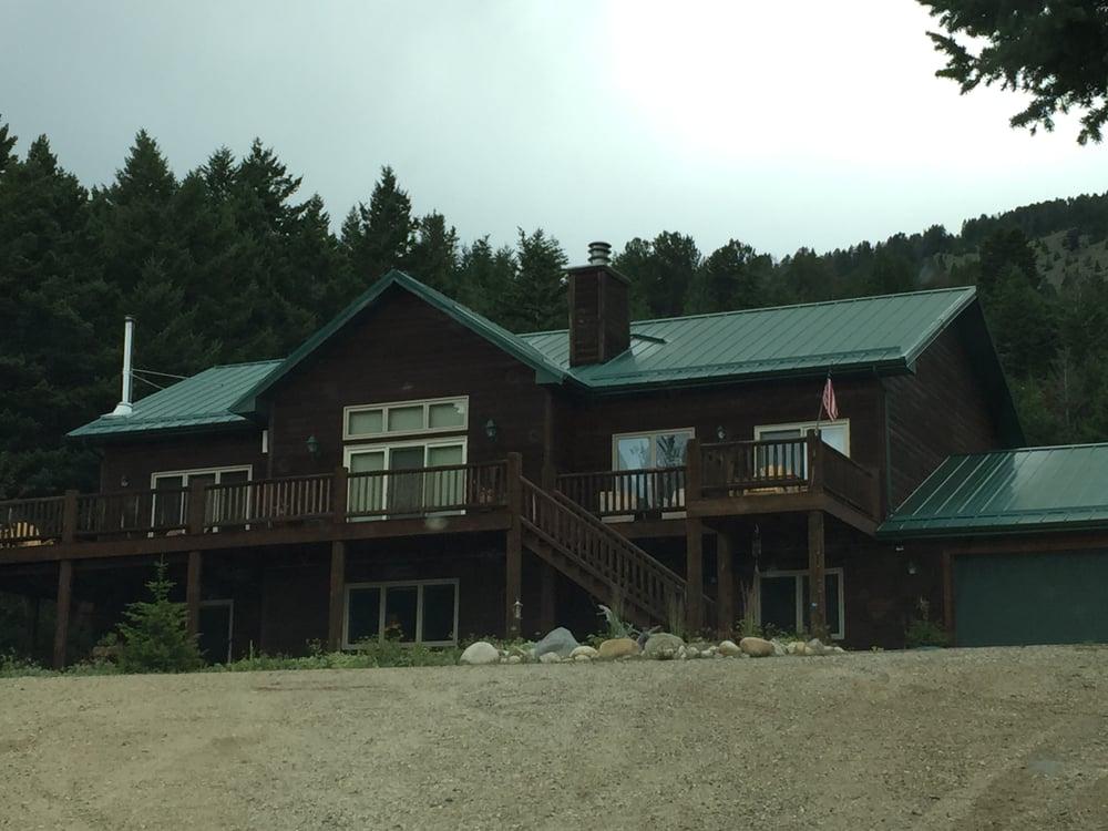Two Bears Inn Bed & Breakfast: 6481 US Hwy 212 S, Red Lodge, MT