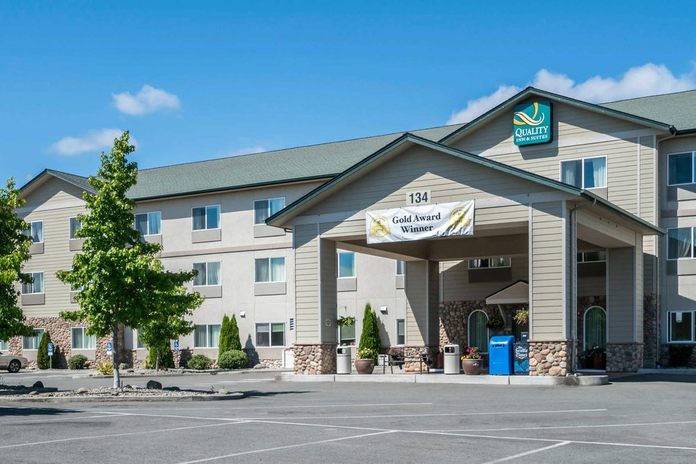 Quality Inn & Suites at Olympic National Park: 134 River Rd, Sequim, WA