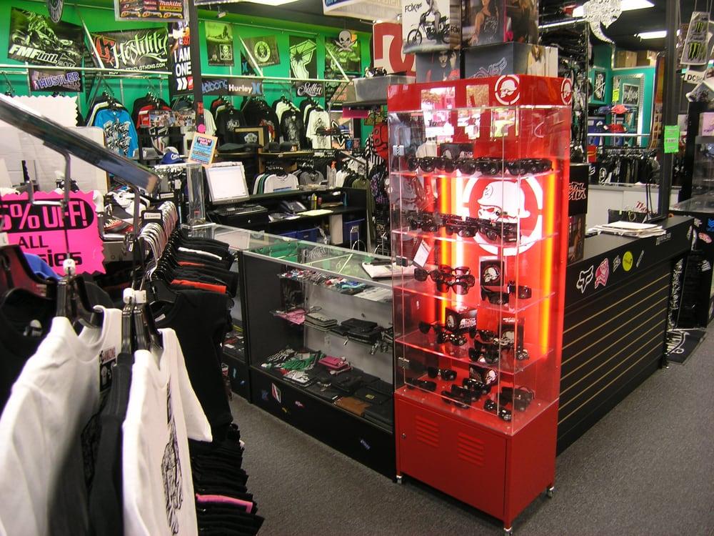 Threads clothing store hemet ca