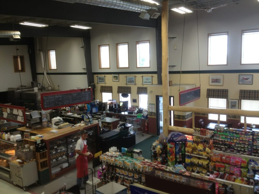 Cloverleaf Grocery: 5970 Highway 11/71, Emo, ON