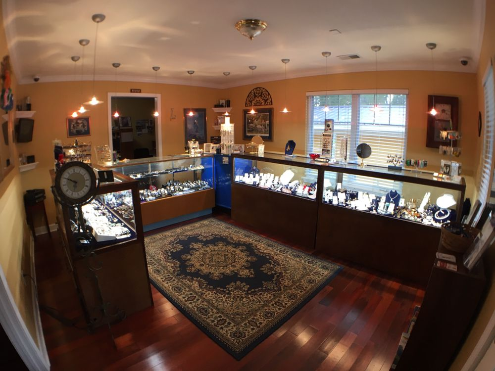 Laura's Jewelry Designs: 529 State Hwy, Saint Robert, MO