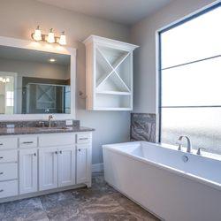 Foto Zu The Design House   Denton, TX, Vereinigte Staaten. New Construction  Bathroom